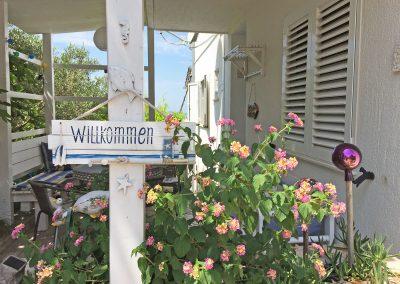 willkommen-eingang-villa-destiny
